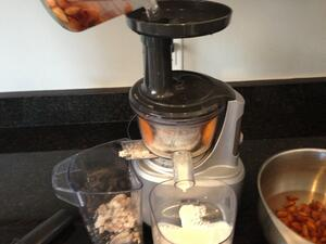 homemade_almond_milk_juicer